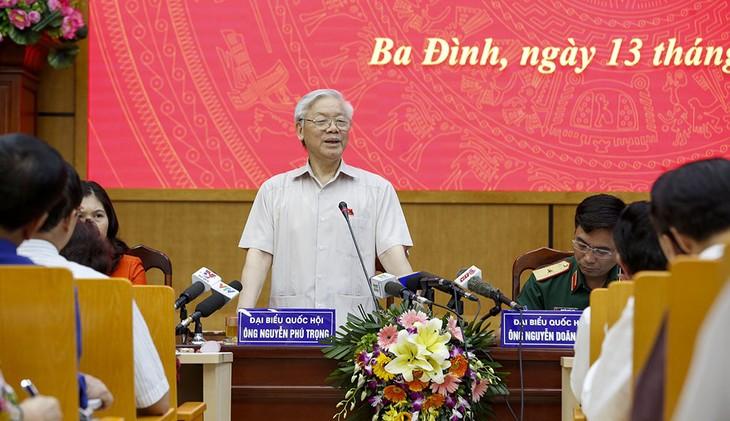 阮富仲同河内选民接触 - ảnh 1