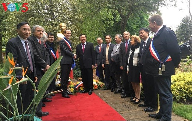 胡志明主席诞辰127周年纪念活动在一些国家举行 - ảnh 1