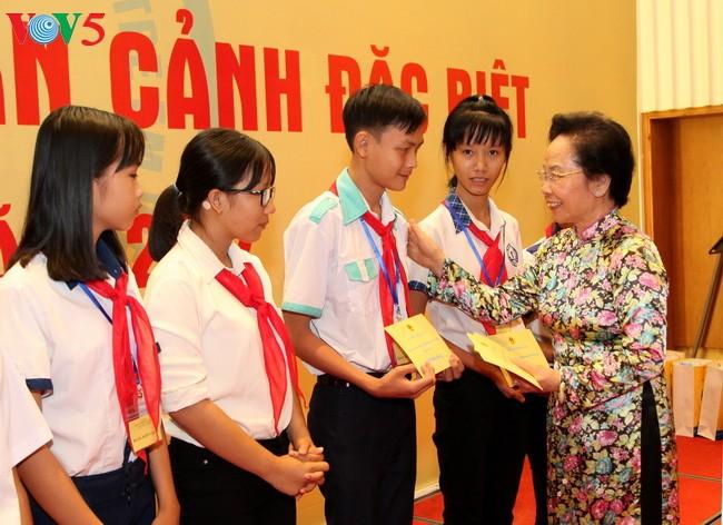 越南儿童保护基金会举行特困儿童见面会 纪念国际儿童节 - ảnh 1