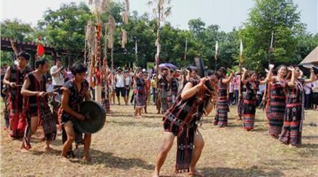 越南民族旅游文化村举行多项活动庆祝国际儿童节 - ảnh 1