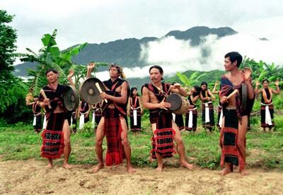 色当族民歌与乐器——西原地区山林独特的音色 - ảnh 1