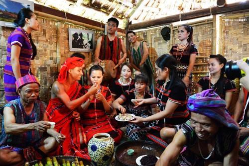 巴姑族婚礼上的各种独特仪式 - ảnh 1