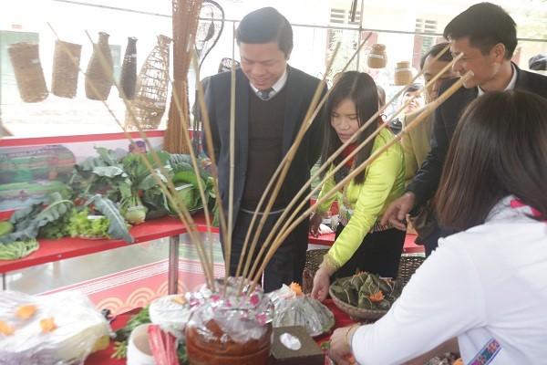 富寿省青山县保护芒族文化从校园抓起 - ảnh 1