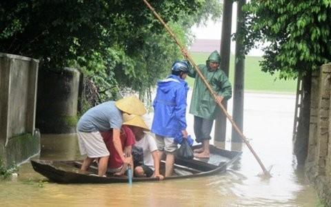 Aide de la Croix rouge à 3 provinces centrales touchées par les crues - ảnh 1