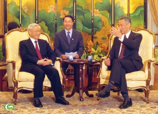 En visite à Singapour, Nguyen Phu Trong a été reçu par Lee Hsien Loong - ảnh 1