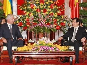 Le Président vietnamien reçoit le ministre ukranien de la Défense  - ảnh 1
