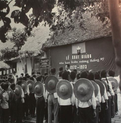 Une exposition de photos sur les enfants pendant la guerre - ảnh 1