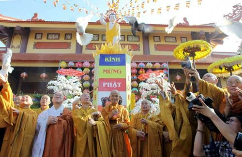 Ho Chi Minh City Buddhist Sangha performs charity work - ảnh 1