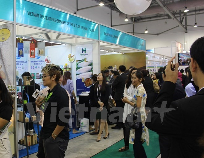 Vietnamese companies promote products at Singapore exhibition - ảnh 1
