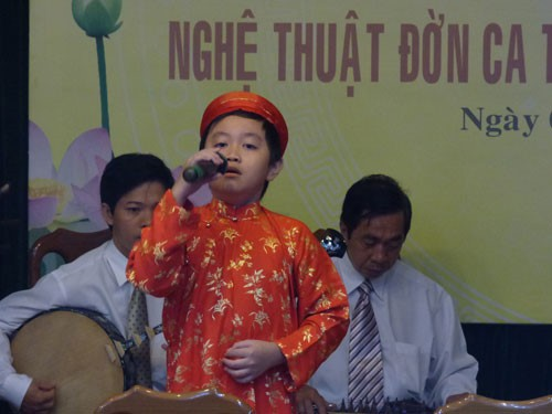 Amateur youth singing contest in HCMC - ảnh 1