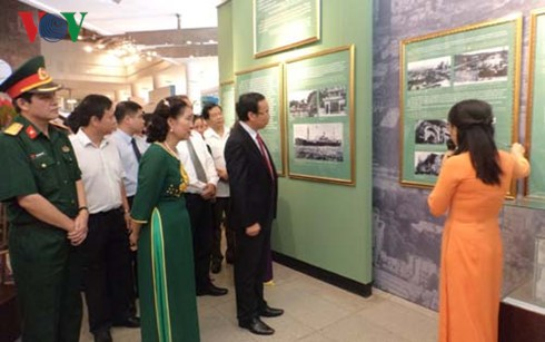Exhibition on President Ho Chi Minh and Vietnamese-French friendship - ảnh 1