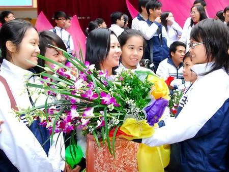 Teachers' Day cement teacher-student bonds  - ảnh 1