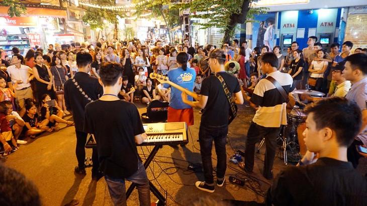 Exploring craft streets in Hanoi's Old Quarter - ảnh 2