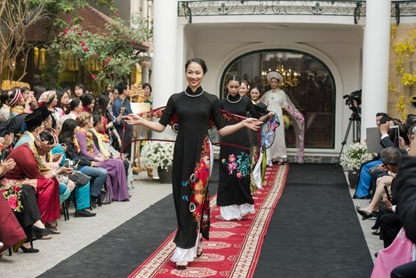Ao Dai fashion house opens to tourists - ảnh 1