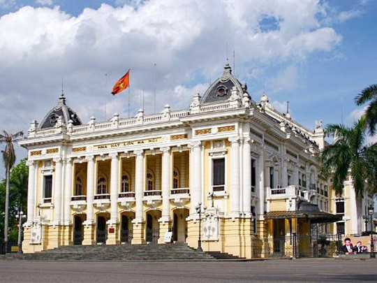 Hanoi Opera House opens for tourists - ảnh 1