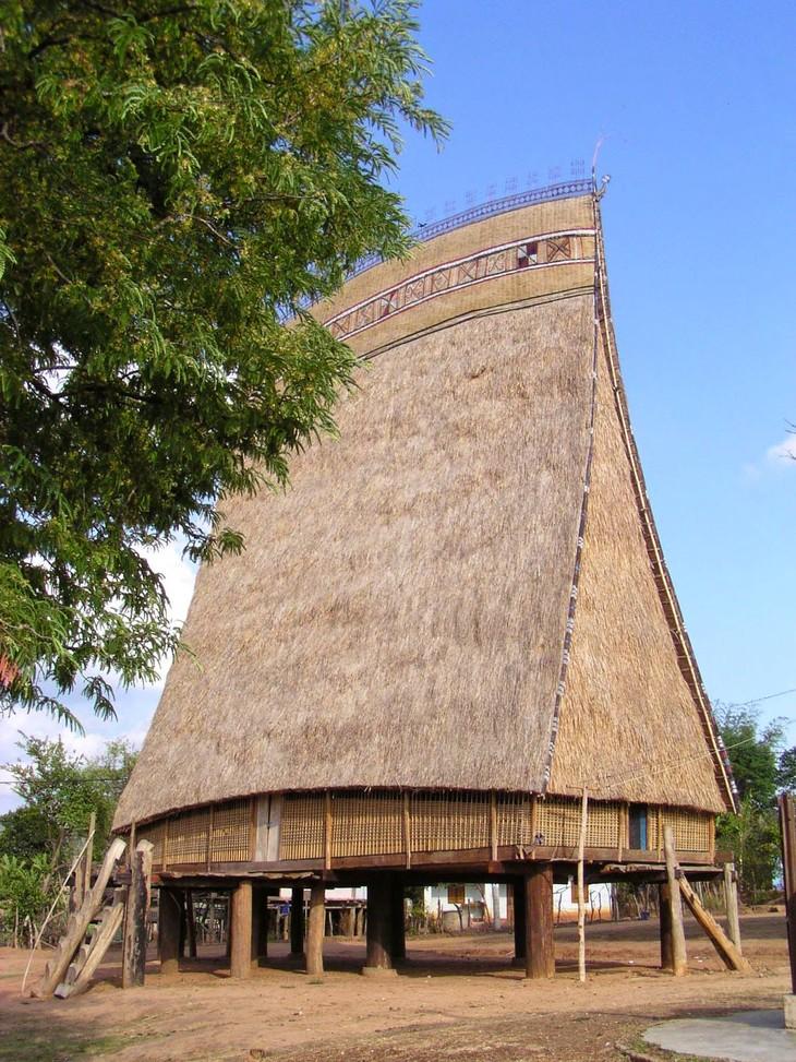 Rong house of the Xo Dang - ảnh 2