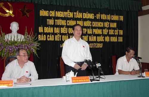 PM Nguyen Tan Dung melakukan kontak dengan pemilih kota Hai Phong - ảnh 1