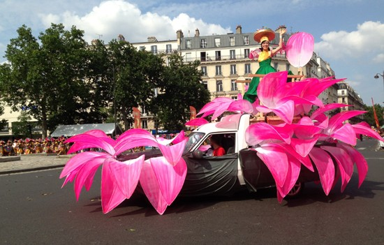 Vietnam untuk pertama kalinya berpartisispasi pada Karnaval jalanan Paris - ảnh 1