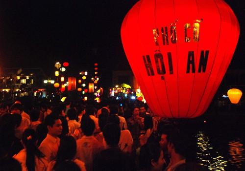Suara malam bulan purnama di kota lama Hoi An - ảnh 1