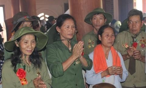 Mega upacara memanjatkan doa buat arwah para pahlawan yang gugur yang adalah pemuda pembidas di provinsi Nghe An - ảnh 1