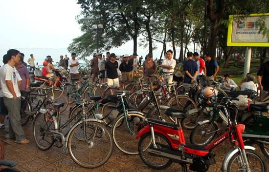 Mengayuh sepeda lama dan mengenangkan kota Hanoi dulu - ảnh 1