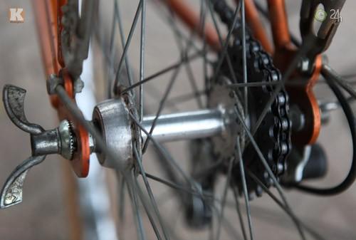 Mengayuh sepeda lama dan mengenangkan kota Hanoi dulu - ảnh 3