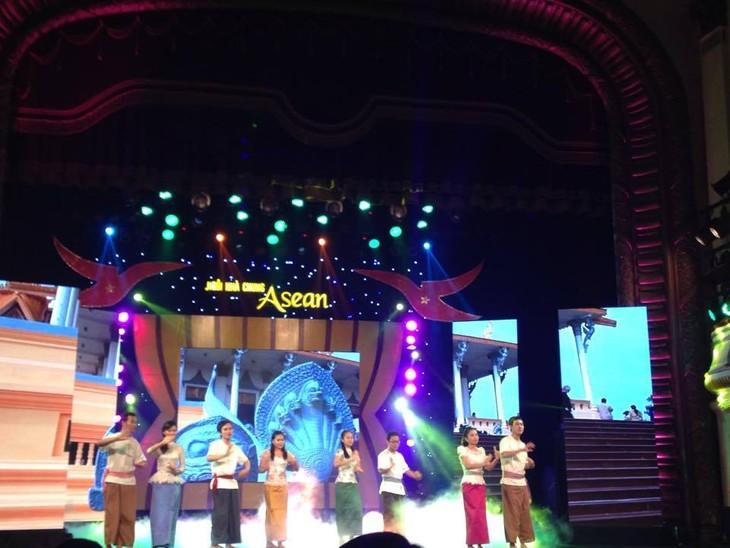 """Gala """"Rumah bersama ASEAN"""" – tempat pertemuan dari berbagai kebudayaan dalam satu komunitas yang saling berkaitan - ảnh 1"""