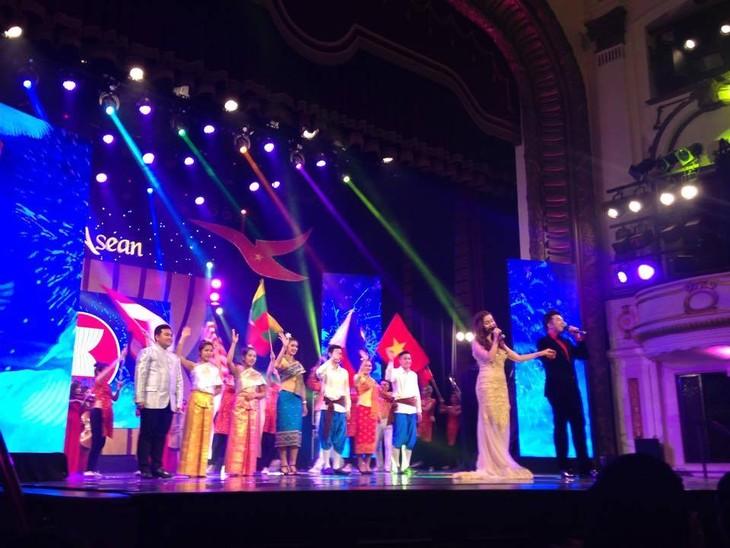 """Gala """"Rumah bersama ASEAN"""" – tempat pertemuan dari berbagai kebudayaan dalam satu komunitas yang saling berkaitan - ảnh 2"""