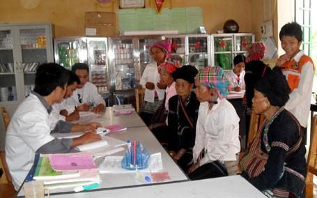 Asuransi kesehatan turut meningkatkan kesehatan kaum miskin di provinsi Lai Chau - ảnh 1