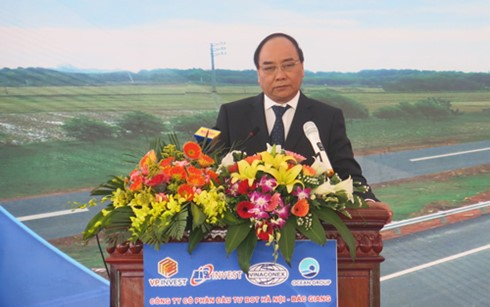 Deputi PM Nguyen Xuan Phuc menghadiri acara peresmian jalan tol Hanoi – Bac Giang - ảnh 1