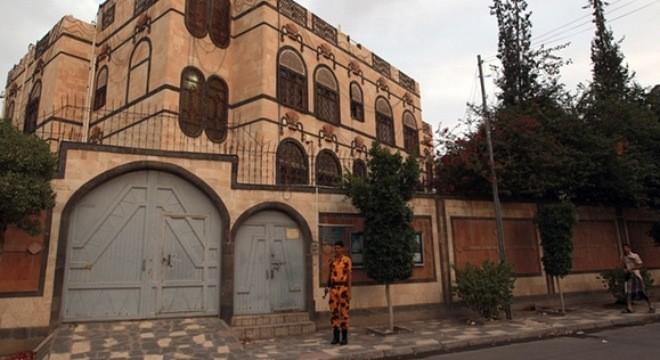 Teheran menuduh Arab Saudi melakukan serangan udara terhadap Kedutaan Iran di Yaman - ảnh 1