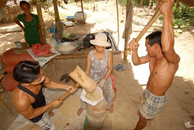 Emping pipih dari warga etnis minoritas Khmer - ảnh 2