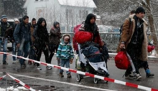 Jerman setiap hari mengembalikan ratusan migran yang datang dari Austria - ảnh 1
