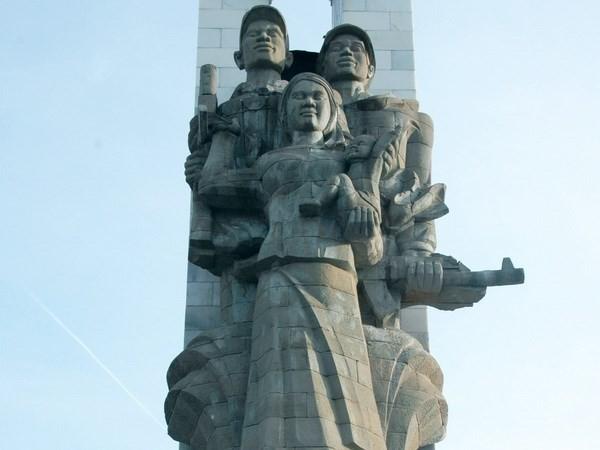 Kamboja memugar tugu-tugu monumen peringatan prajurit sukarela Vietnam - ảnh 1