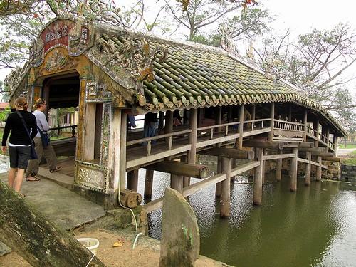"""Rakyat desa Thuy Thanh menyiapkan """"Pasar kampung pada hari Festival"""