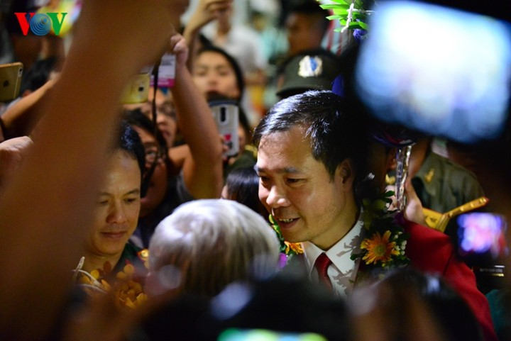Olympic gold medalist Hoang Xuan Vinh welcomed home - ảnh 7
