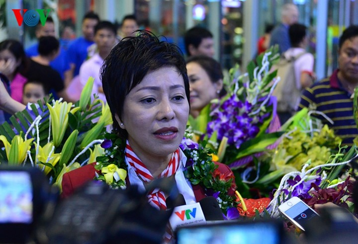 Olympic gold medalist Hoang Xuan Vinh welcomed home - ảnh 10