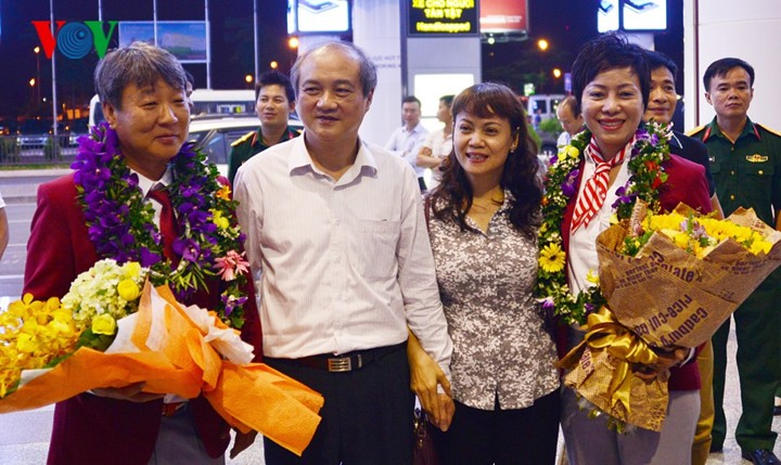 Olympic gold medalist Hoang Xuan Vinh welcomed home - ảnh 12