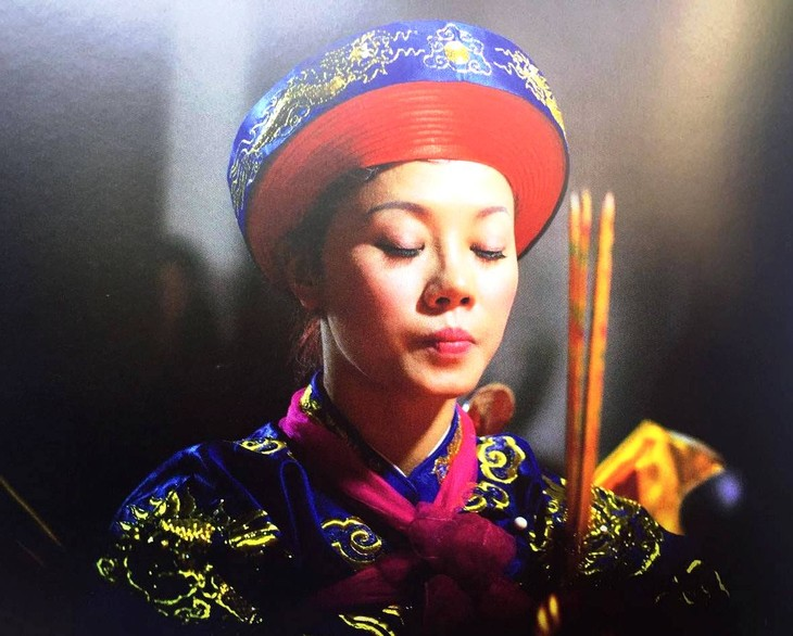 Photographer Tewfic El-Sawy on hầu đồng, a practice of spirit mediumship in Vietnam - ảnh 2