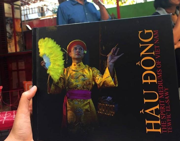 Photographer Tewfic El-Sawy on hầu đồng, a practice of spirit mediumship in Vietnam - ảnh 4
