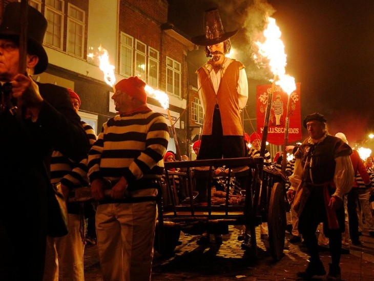 Bonfire Night traditions in Britain - ảnh 3