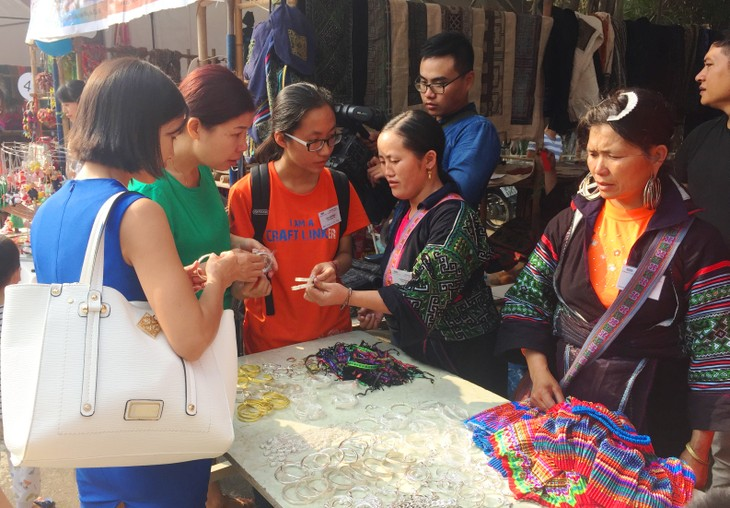 Bazaar brings minorities' traditional handicrafts to urban dwellers - ảnh 5