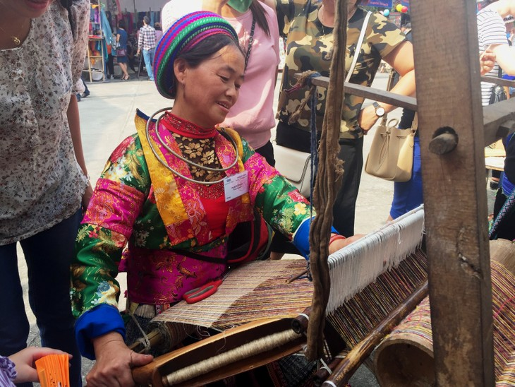 Bazaar brings minorities' traditional handicrafts to urban dwellers - ảnh 6