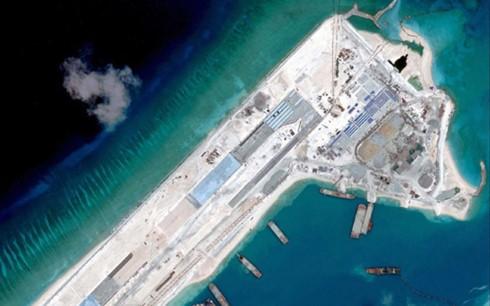 中国公然向越南十字礁派运输机 - ảnh 1