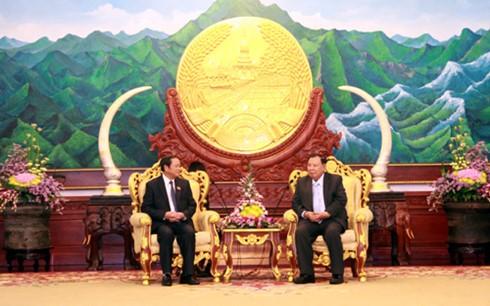 老挝人民革命党中央总书记、国家主席本扬会见越南国会副主席杜伯巳 - ảnh 1