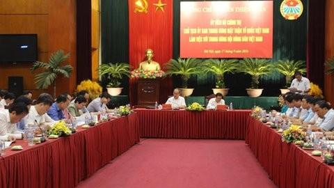 越南祖阵中央委员会主席阮善仁与越南农民协会举行工作座谈会 - ảnh 1