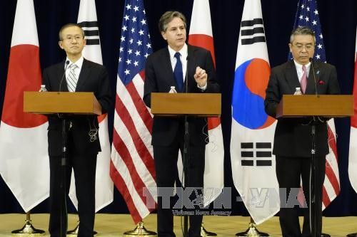 韩国、美国和日本三国就继续对朝鲜施压达成共识 - ảnh 1