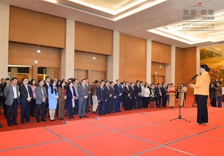越南国会主席阮氏金银向国会办公厅致以春节祝福 - ảnh 1