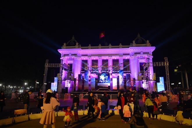 越南全国各地欢度除夕喜迎2017年丁酉春节 - ảnh 1