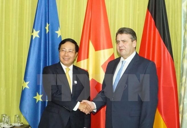 越南政府副总理兼外长范平明会见德国外长加布里尔 - ảnh 1